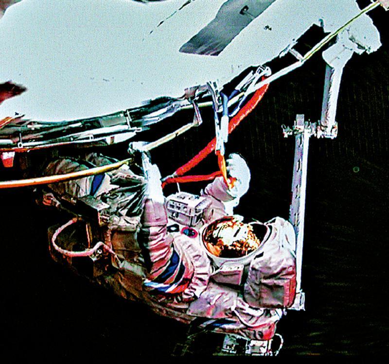 天顺测速:世纪工程 机械臂举重若轻